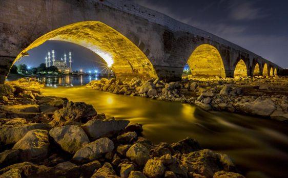 الجسر الحجري